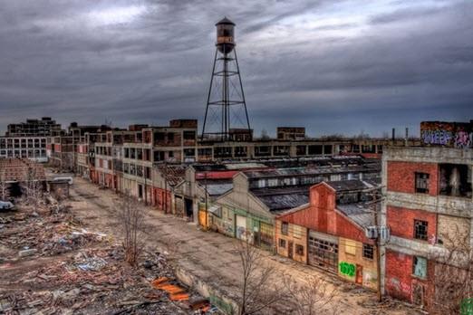 decaying-detroit-e1440916257888